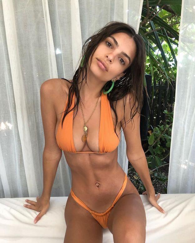 Emrata en bikini orange