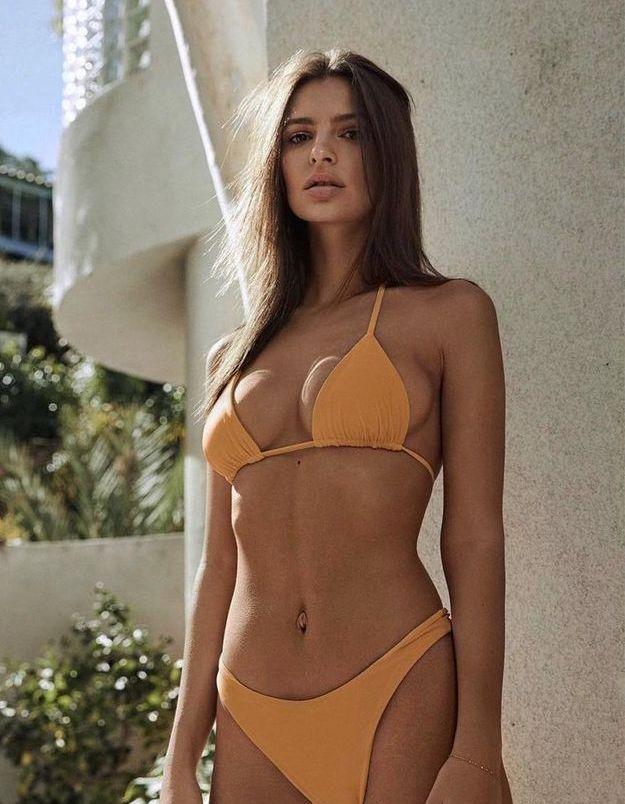 Emrata en maillot de bain orange