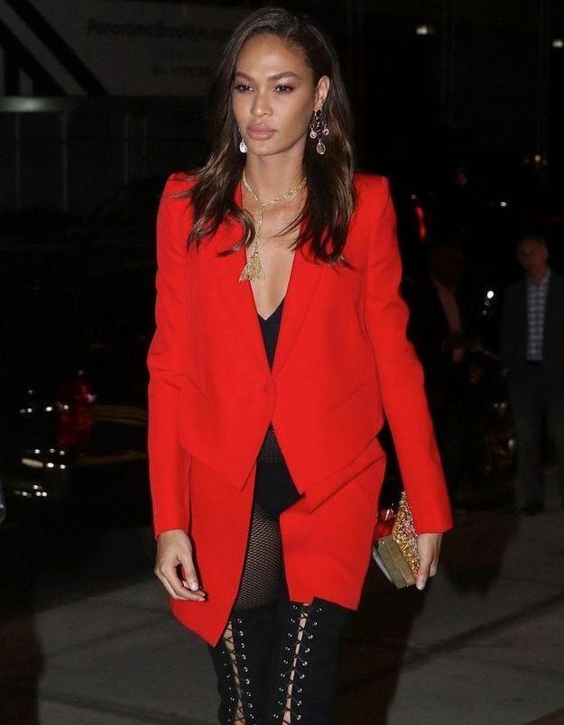 Joan Smalls en veste rouge passion