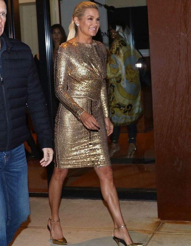 Yolanda Hadid en robe gold, code couleur pour la famille Hadid semble t-il