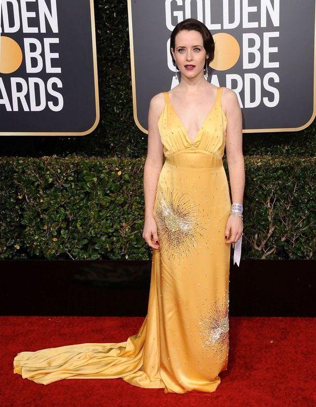 Clare Foy en robe décolletée jaune