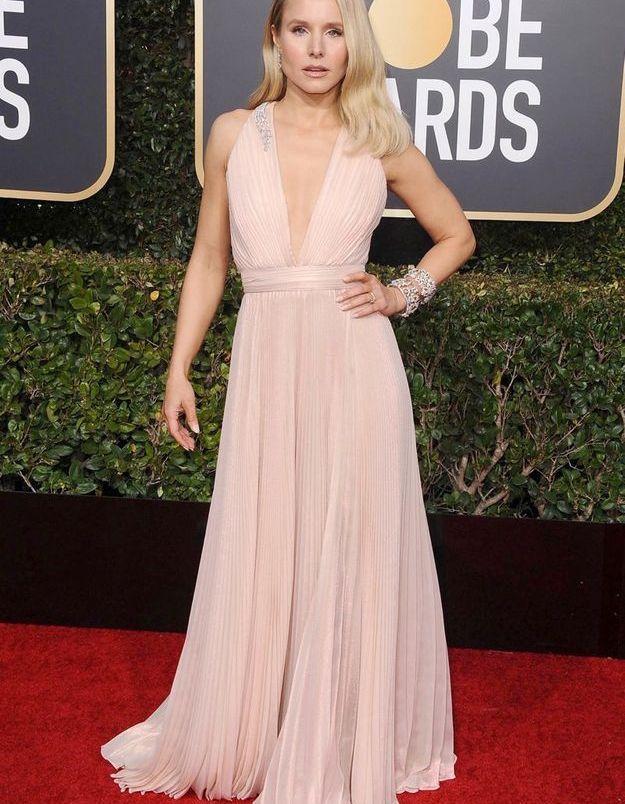 Kristen Bell en robe décolletée rose pale