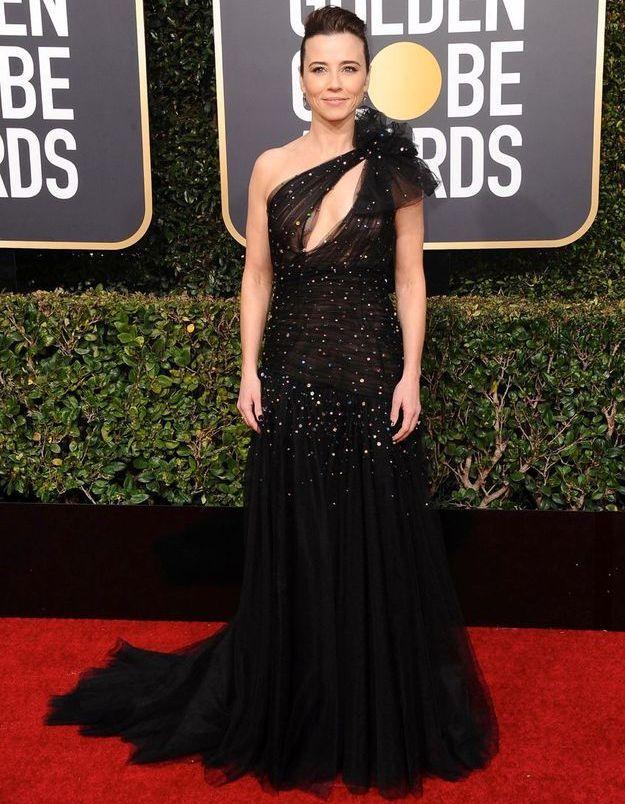Linda Cardellini en robe décolletée asymétrique
