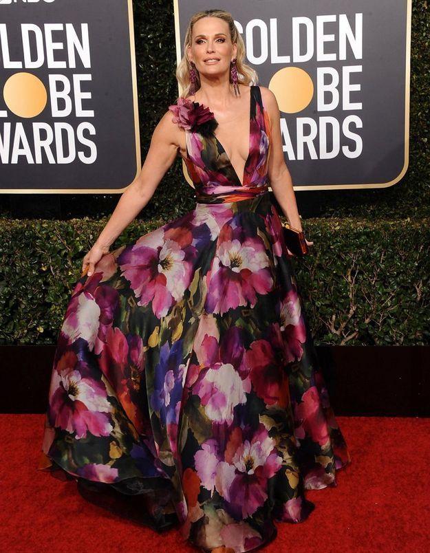 Molly Sims en robe décolletée fleurie