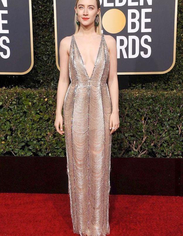 Saoirse Ronan en robe décolletée gold