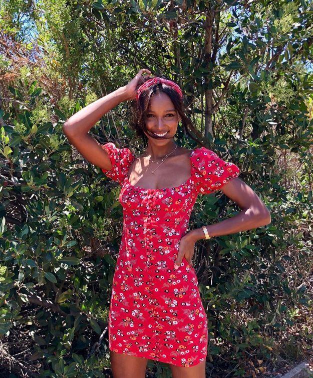 Jasmine Tookes en robe fleurie