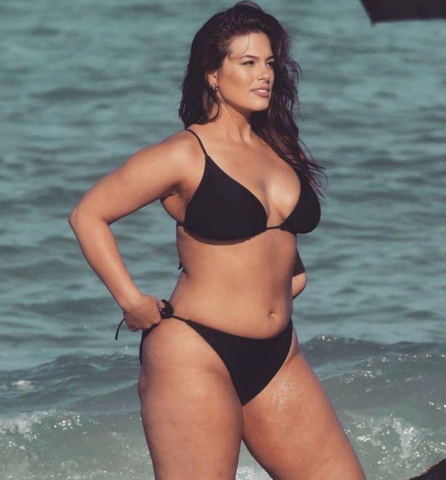 Ashley Graham en bikini noir