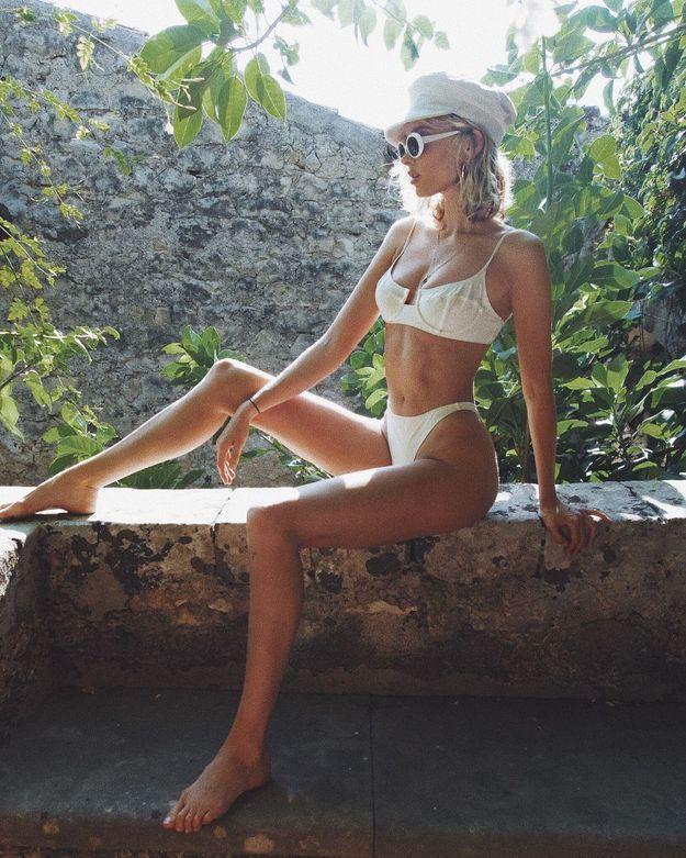 Elsa Hosk en bikini blanc