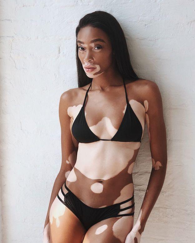 Le bikini noir de Winnie Harlow