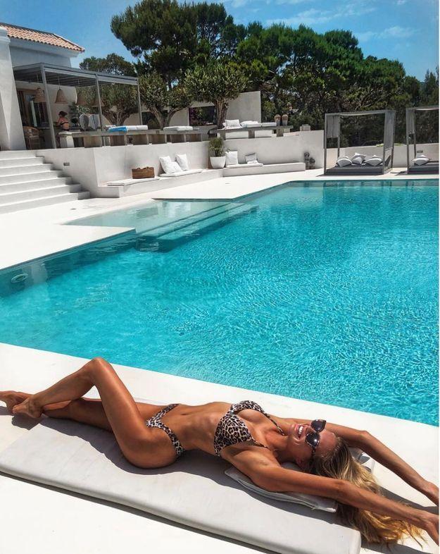 Romee Stridj en bikini léopard