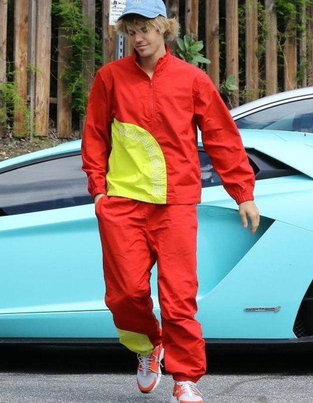 Justin Bieber en jogging rouge