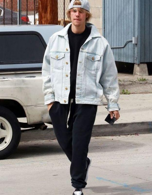 Justin Bieber en veste en jean