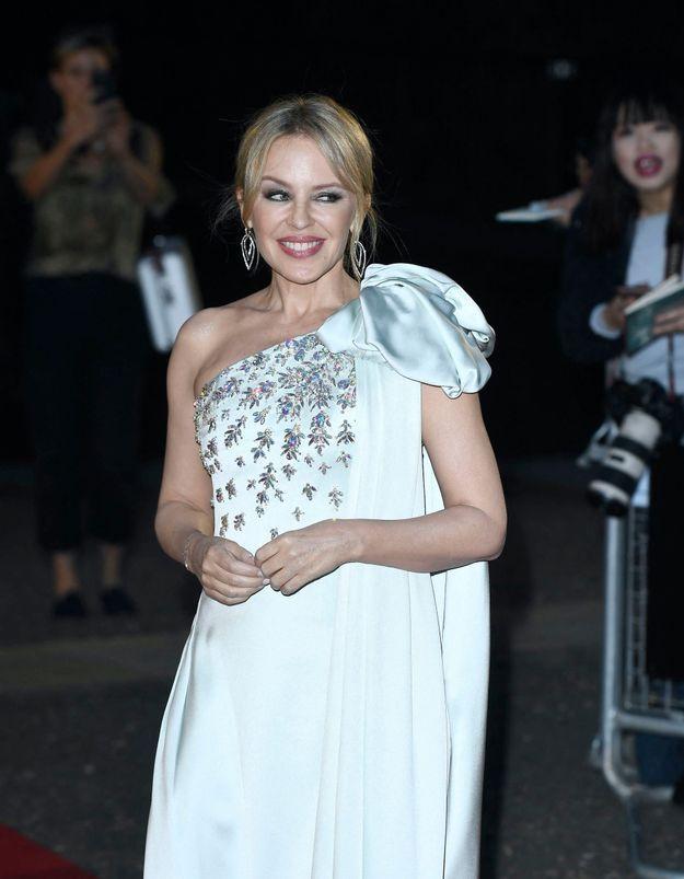 Kylie Minogue porte la parfaite combinaison pour un pique-nique