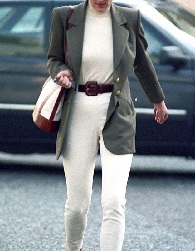 Un jean beige taille haute