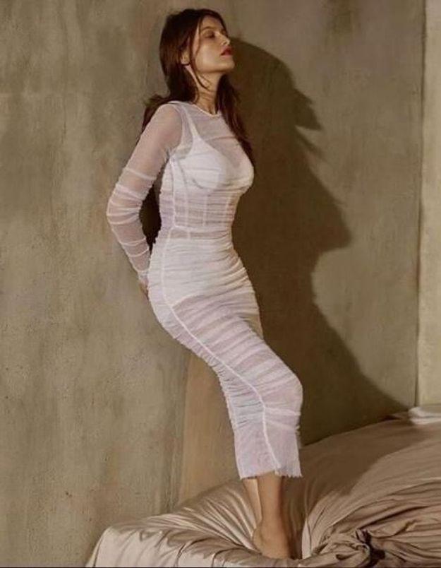 Laetitia Casta en robe transparente prouve qu'elle est toujours aussi sexy
