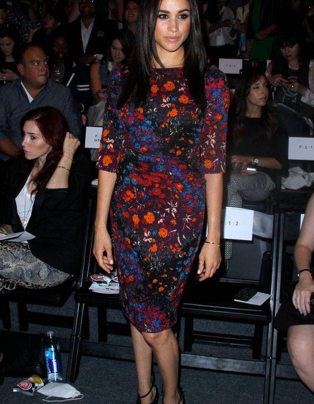 En 2013, Meghan Markle arbore une robe fleurie