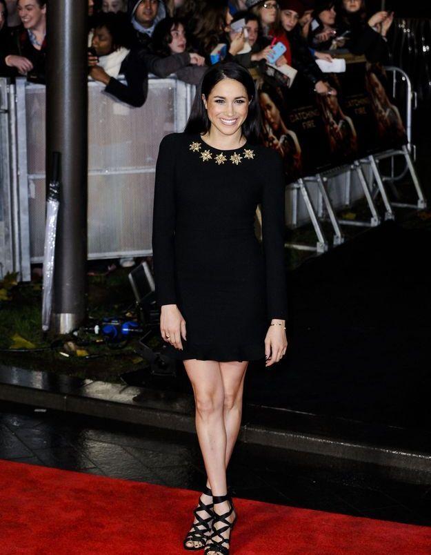En 2013 elle se pare d'une petite robe noire ornée de fantaisies.