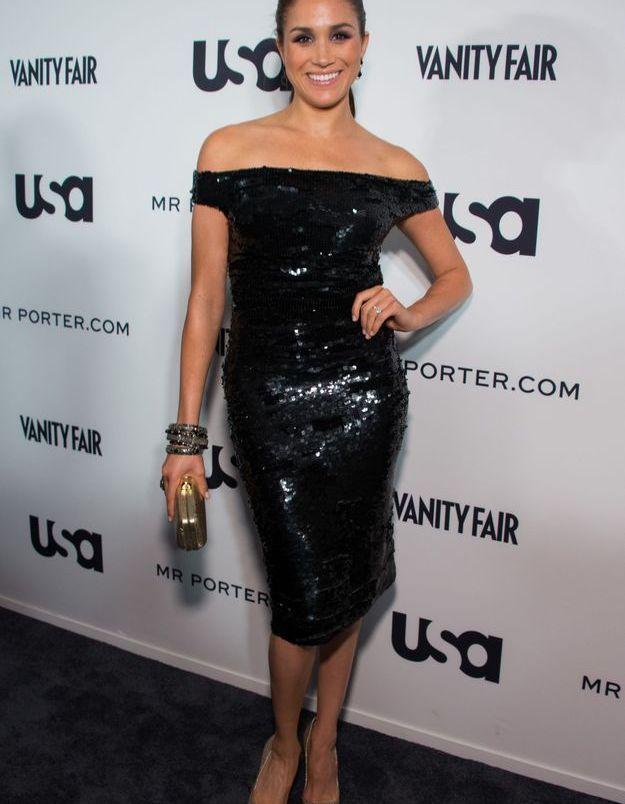 En 2012, elle arbore une robe de soirée noire avec col à épaules tombantes et fait frémir l'assemblée.