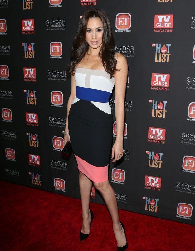 En 2012, elle opte pour une robe multicolore.