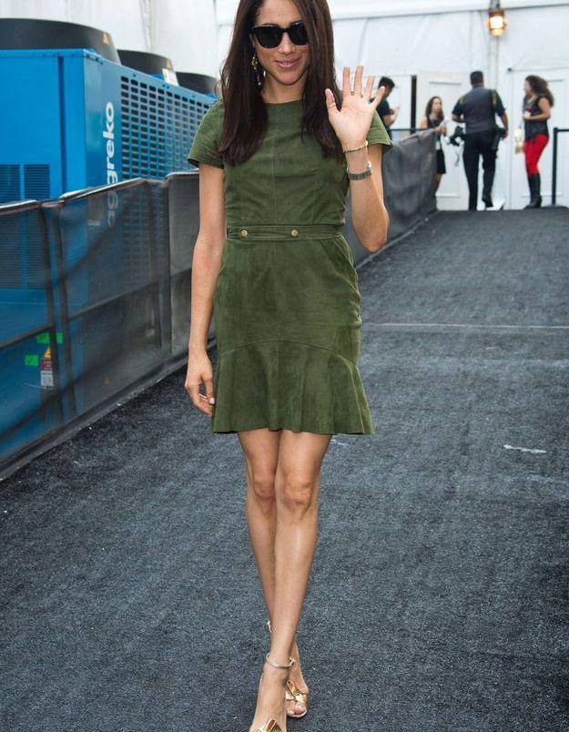 En 2014, elle s'affiche avec une robe suède verte.