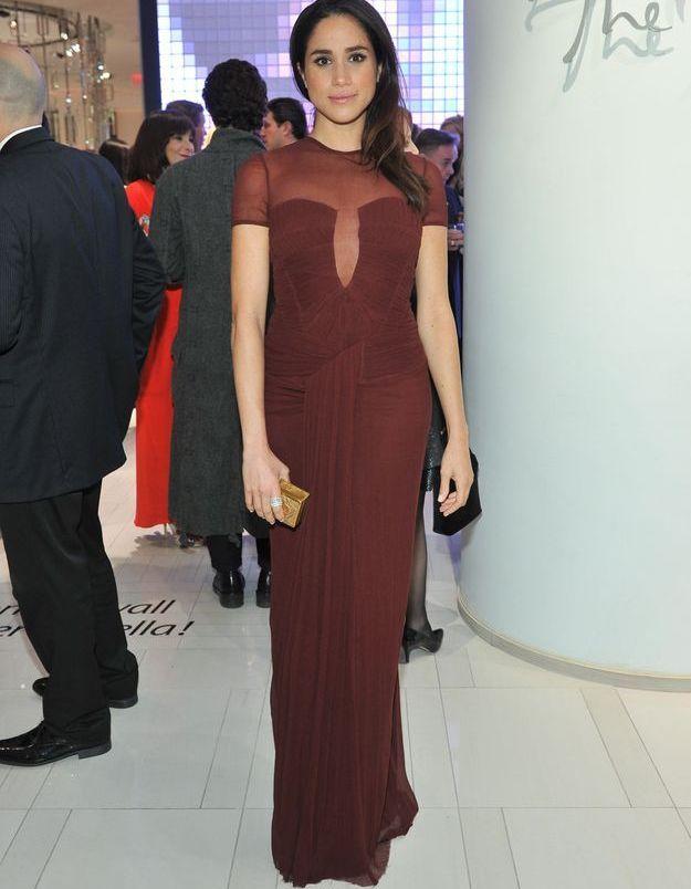 Elle succombe à une robe de soirée ultra glamour en 2014