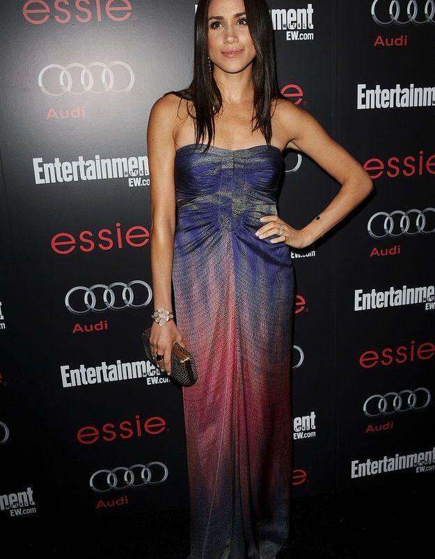 En 2013, elle détonne avec une robe façon ombré arc-en-ciel