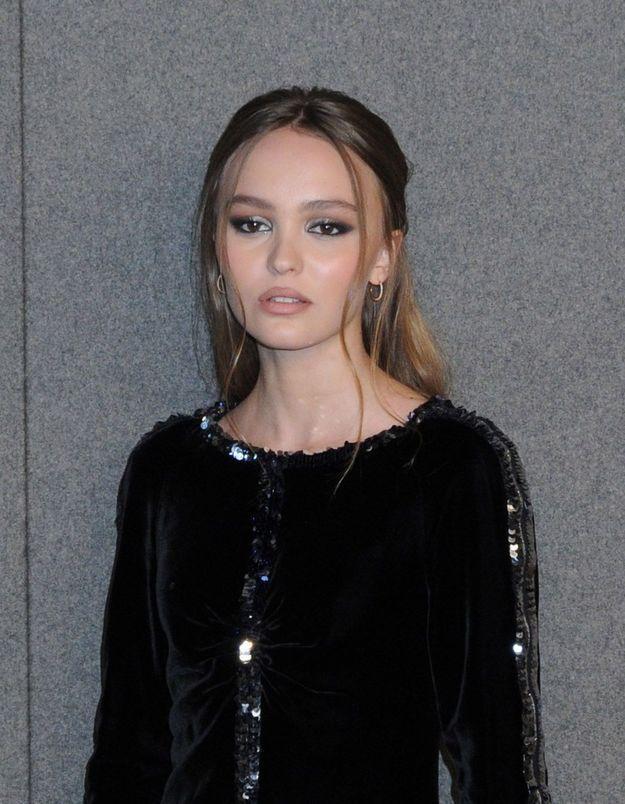 Lily-Rose Depp porte la parfaite robe à paillettes pour les fêtes