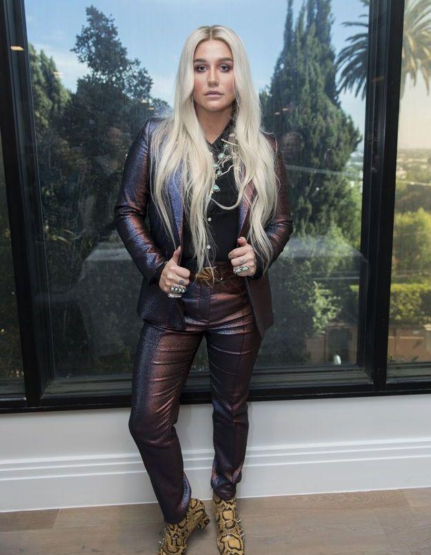 Le costume pétrole de Kesha