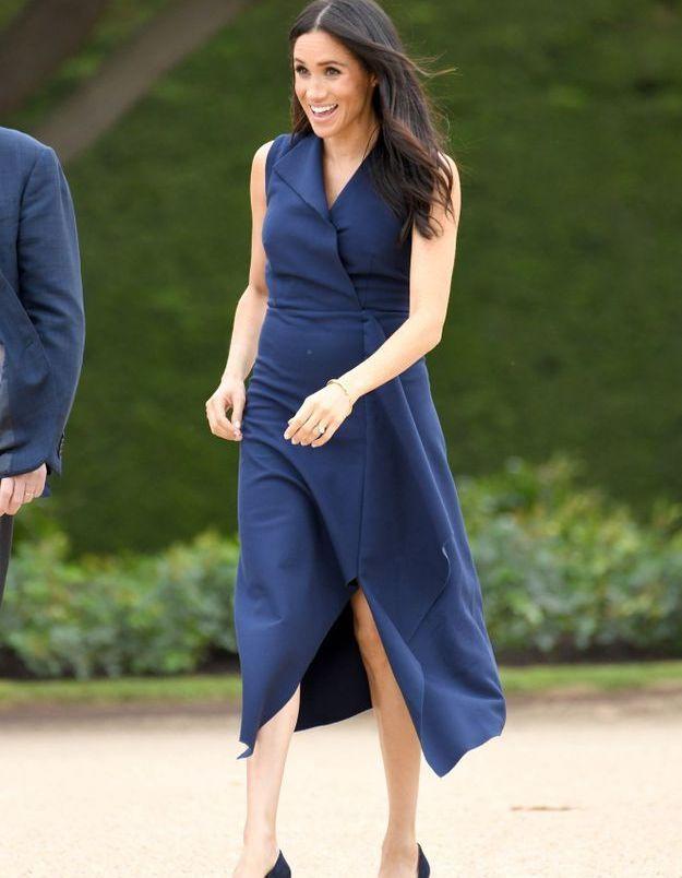 Meghan Markle en robe bleu nuit
