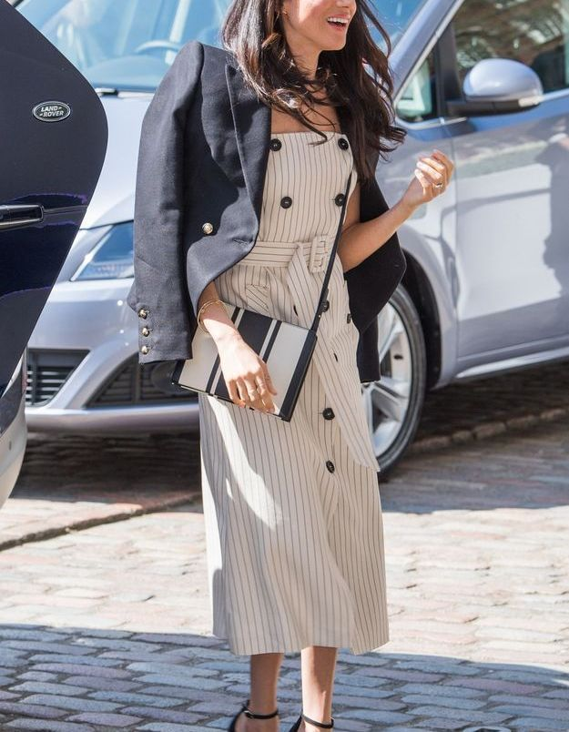Meghan Markle en robe rayée