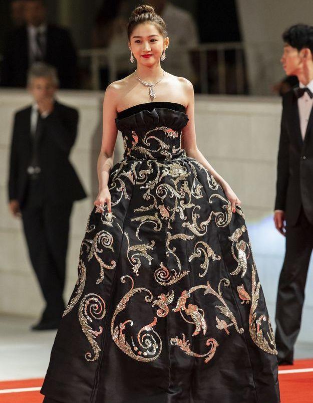 Guan Xiaotang sur le tapis rouge