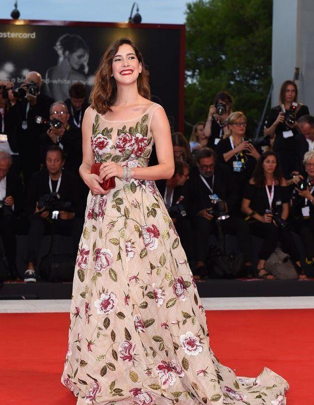 Clara Alonso sur le tapis rouge de la Mostra