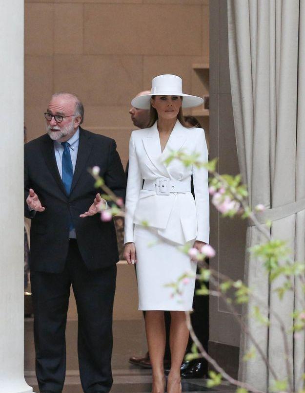 Melania Trump en tailleur Michael Kor,  lors de la visite du National Gallery of Art de Washington.