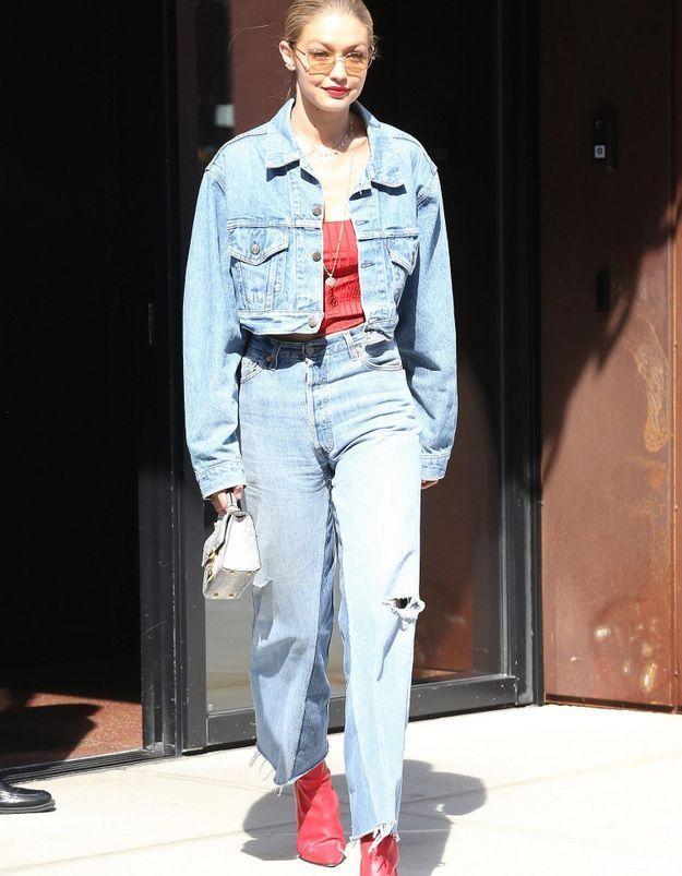 Pourquoi elle est bien : le total look denim de Gigi Hadid