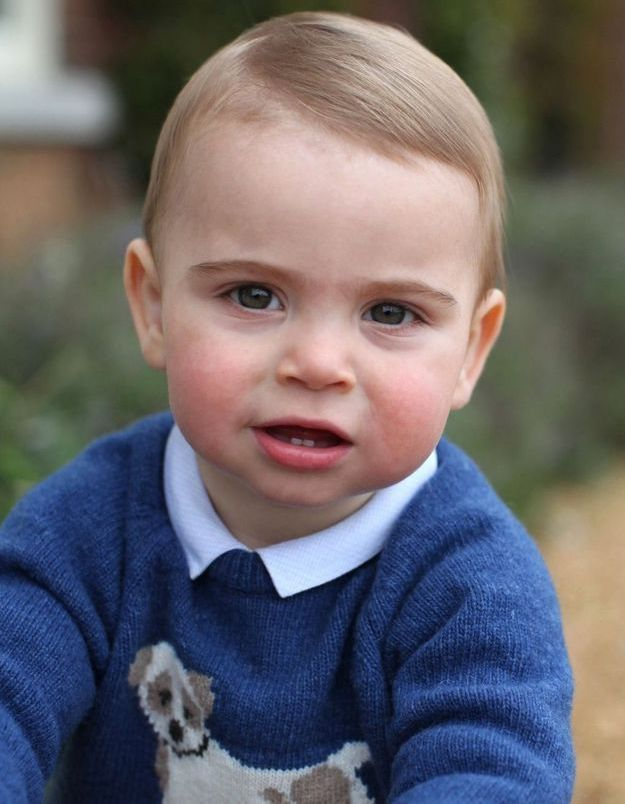 Prince Louis : son joli pull bleu porté à son anniversaire est en solde !