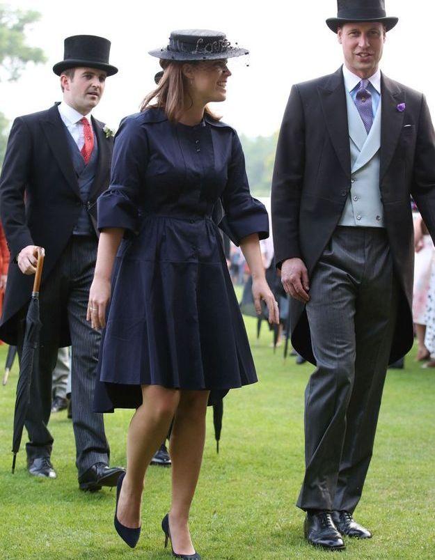 Eugenie d'York élégante en total look bleu marine