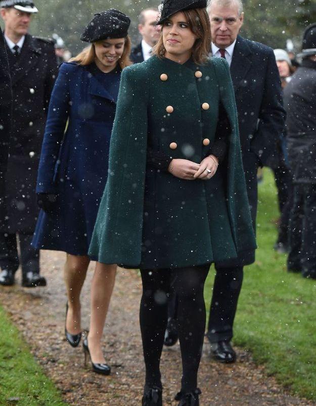 Eugenie d'York en manteau-cape vert bouteille