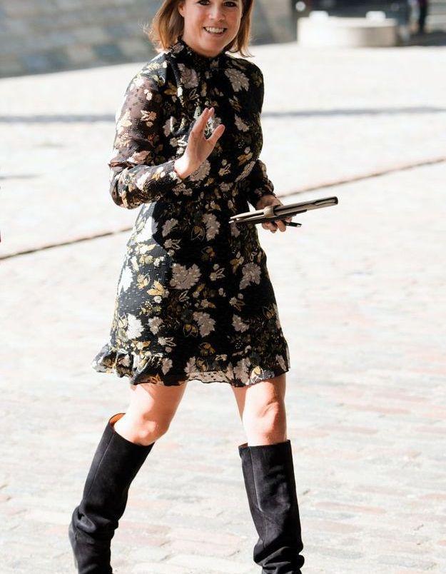 Eugenie d'York en robe fleurie et bottes en daim