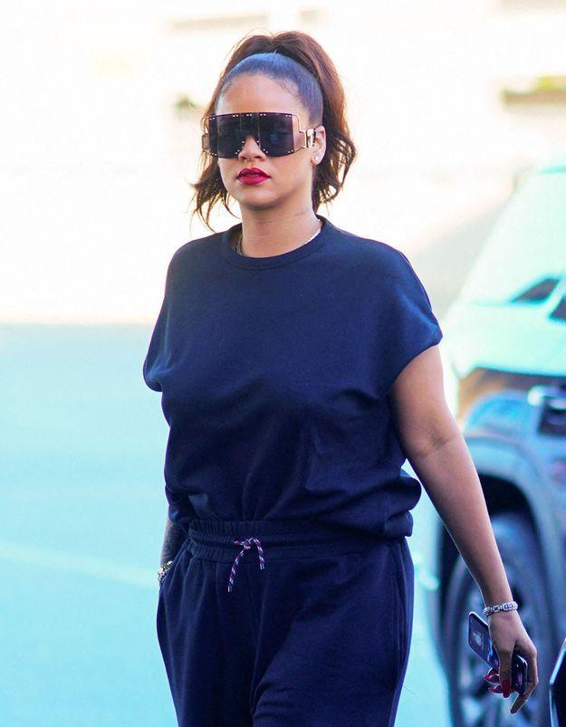 Rihanna : elle ose les fameuses bottes Balenciaga qui divisent Internet