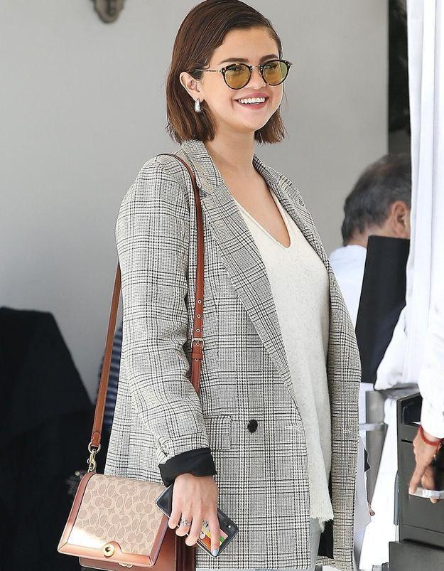 Selena Gomez aussi a craqué pour ces lunettes de soleil