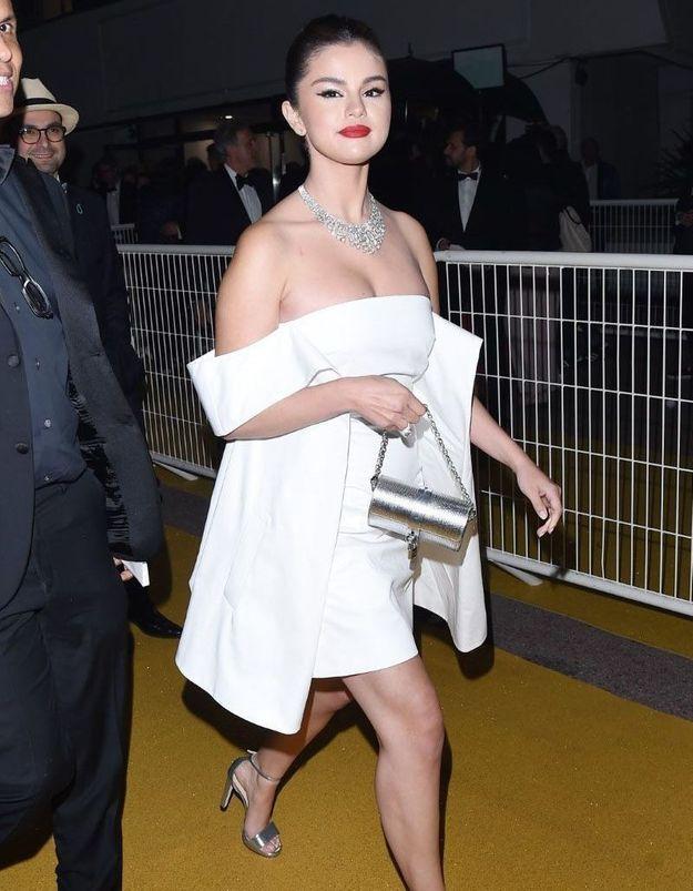 Selena Gomez : Saurez-vous deviner à quelle célèbre actrice son look rend hommage ?
