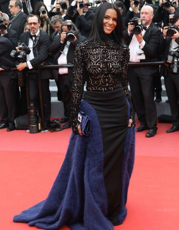 Robe en dentelle noire au Festival de Cannes 2018