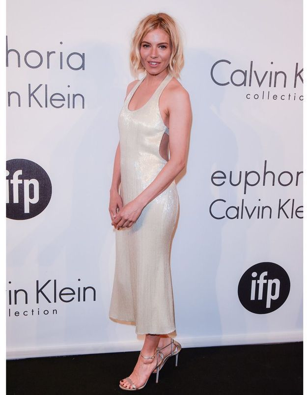 Le Festival de Cannes fashion de Sienna Miller, en Calvin Klein