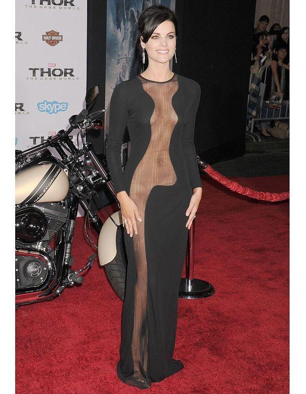 Jamie Alexander en robe transparente