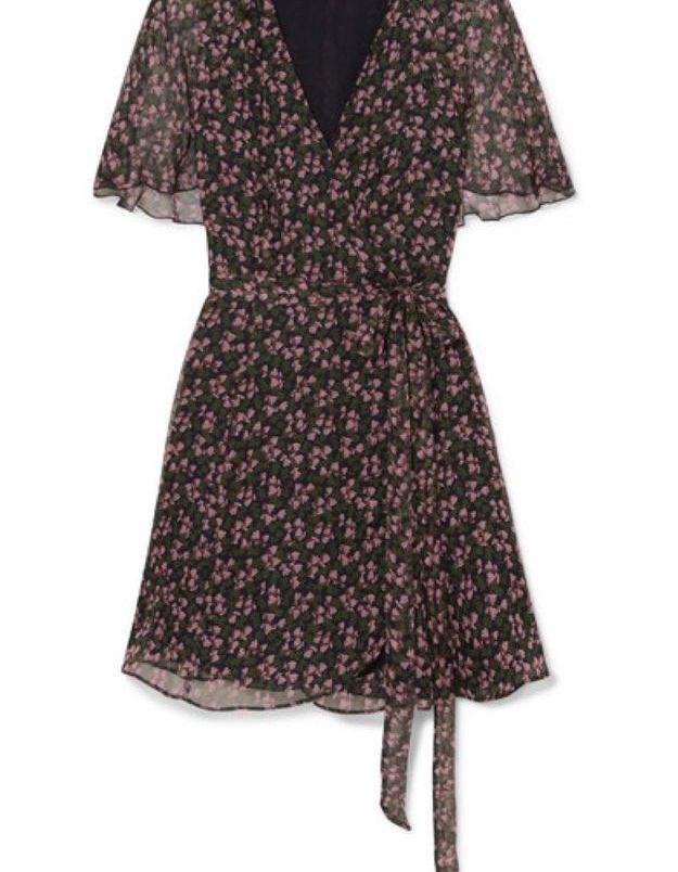 Une robe à fleurs