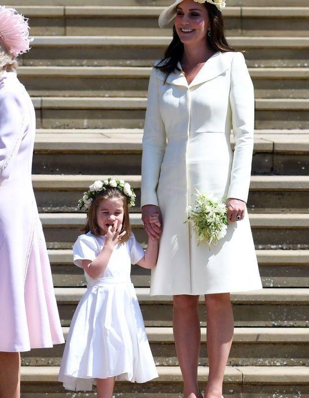Charlotte et Kate Middleton, avec sa tenue Alexander McQueen, le 19 mai 2018 au mariage du Prince Harry et de Megan Markle.