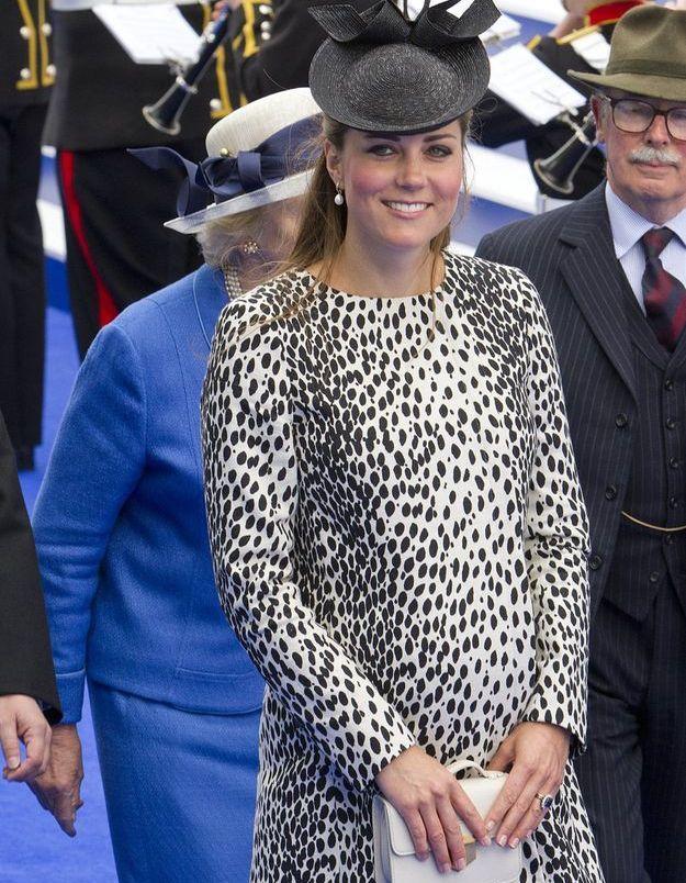 Kate Middleton avec une robe à l'imprimé léopard en juin 2013, pour le baptême du navire 'Royal Princess' à Southampton.
