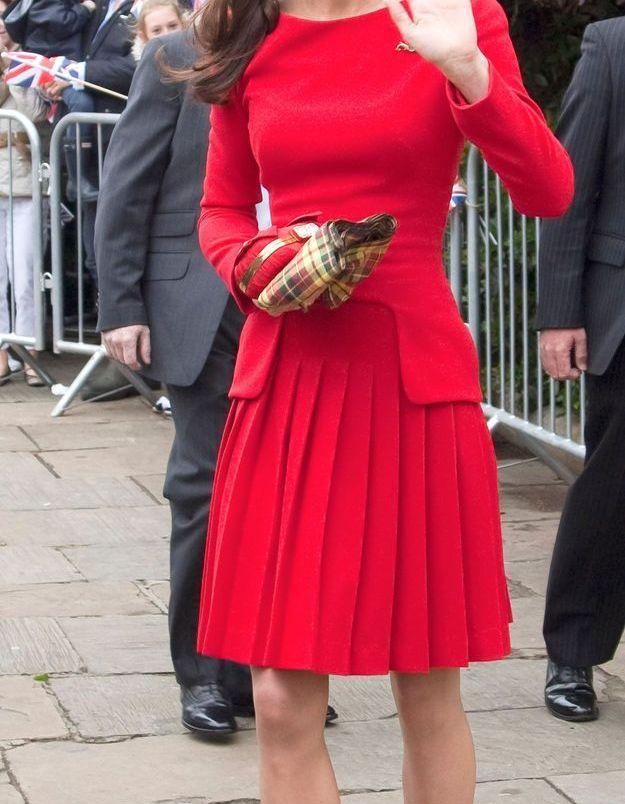 Kate Middleton et sa robe rouge en juin 2012, lors du jubilé de la reine Elizabeth II.