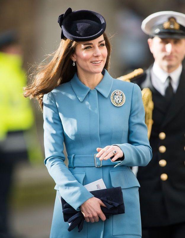 Kate Middleton et son manteau bleu azur en février 2016 pour le 75ème anniversaire des Air Cadets