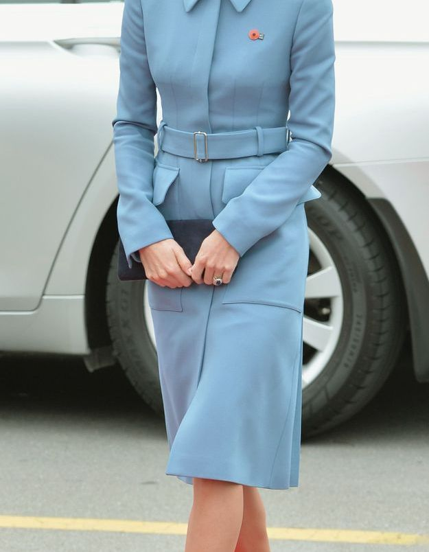 Kate Middleton et son manteau bleu en avril 2014, au War Memorial en Nouvelle Zélande.